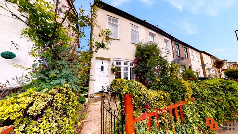 2 bed house to rent in Davidson Road 1