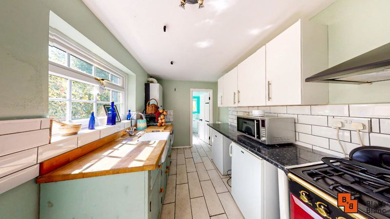 2 bed house to rent in Davidson Road 6