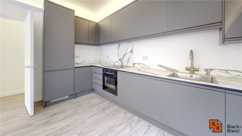 2 bed flat for sale in Godstone Road 5