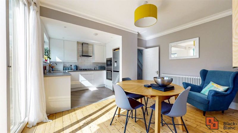 3 bed house for sale in Wydehurst Road  - Property Image 2