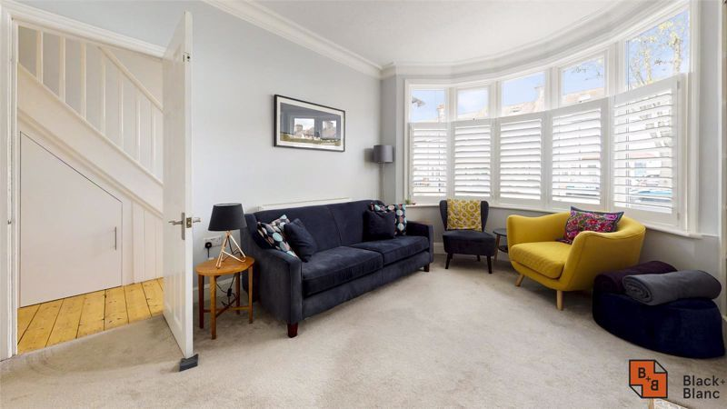 3 bed house for sale in Wydehurst Road  - Property Image 4