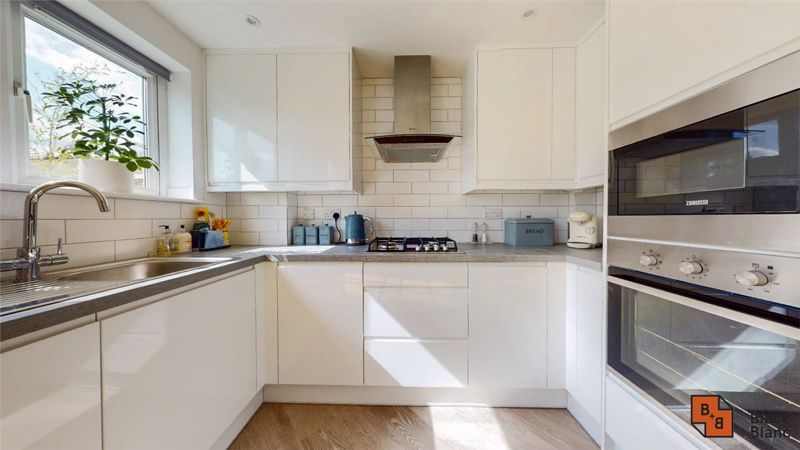3 bed house for sale in Wydehurst Road 6