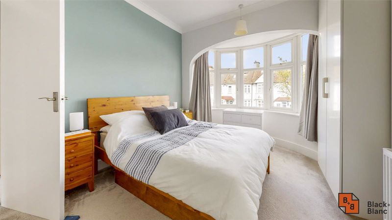 3 bed house for sale in Wydehurst Road  - Property Image 9