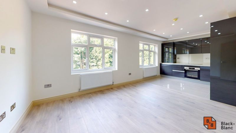 2 bed flat for sale in Northampton Road  - Property Image 2