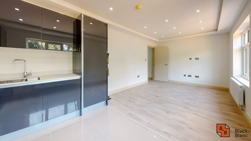 2 bed flat for sale in Northampton Road 3