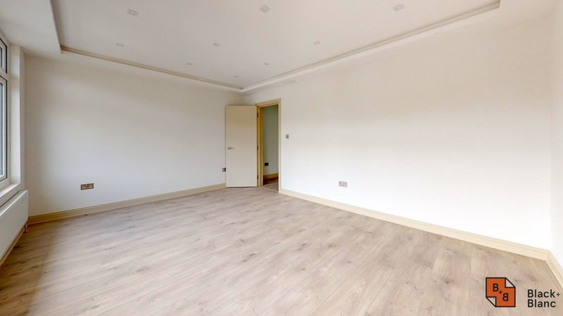 2 bed flat for sale in Northampton Road 5