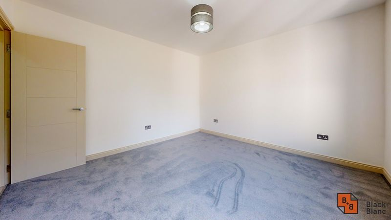 2 bed flat for sale in Northampton Road 9