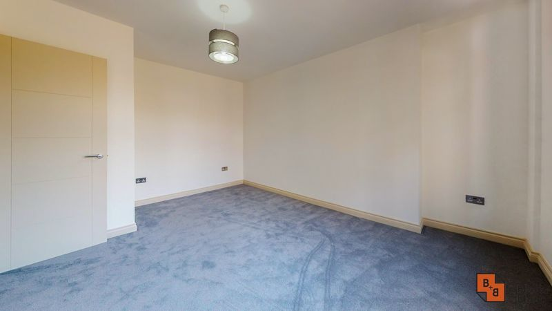 2 bed flat for sale in Northampton Road 10