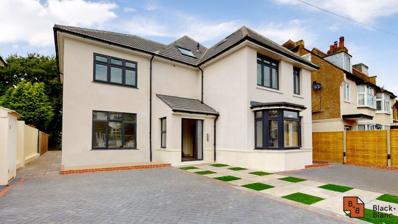 2 bed flat for sale in Northampton Road 1