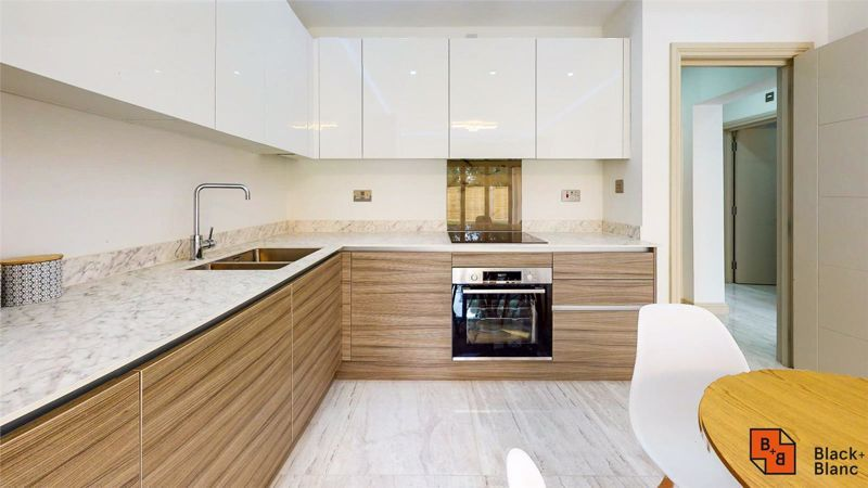 2 bed flat for sale in Northampton Road 4