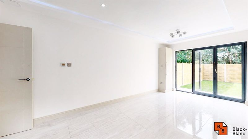 2 bed flat for sale in Northampton Road, CR0