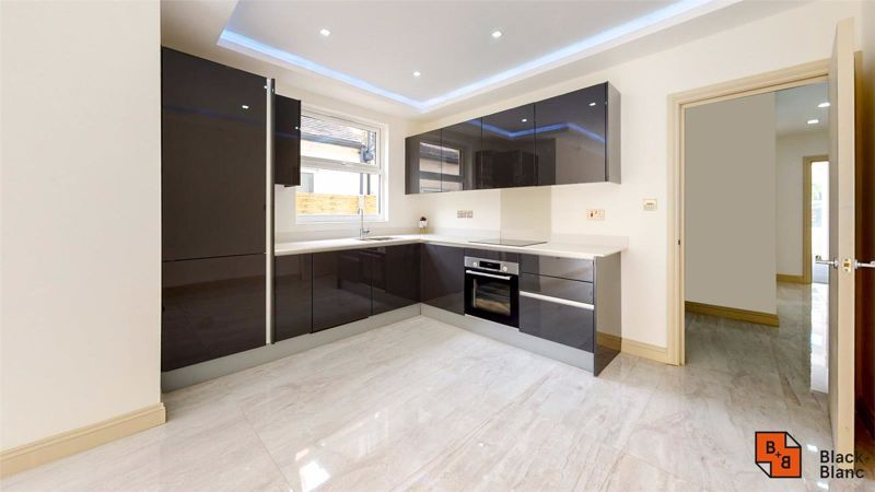 2 bed flat for sale in Northampton Road 2