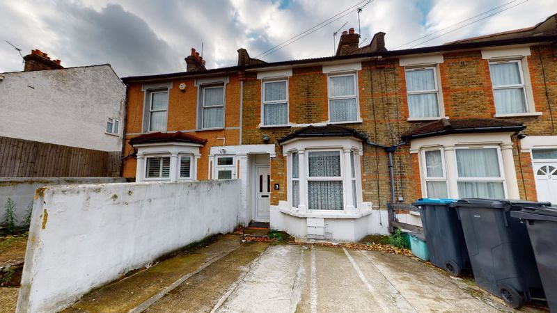 3 bed house for sale in Hampton Road 1