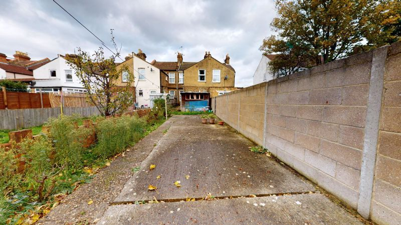 3 bed house for sale in Hampton Road  - Property Image 8