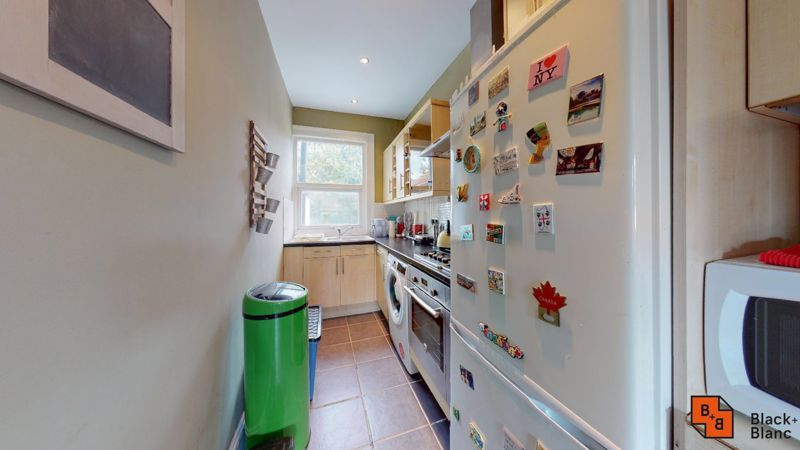 1 bed flat to rent in Davidson Road 6