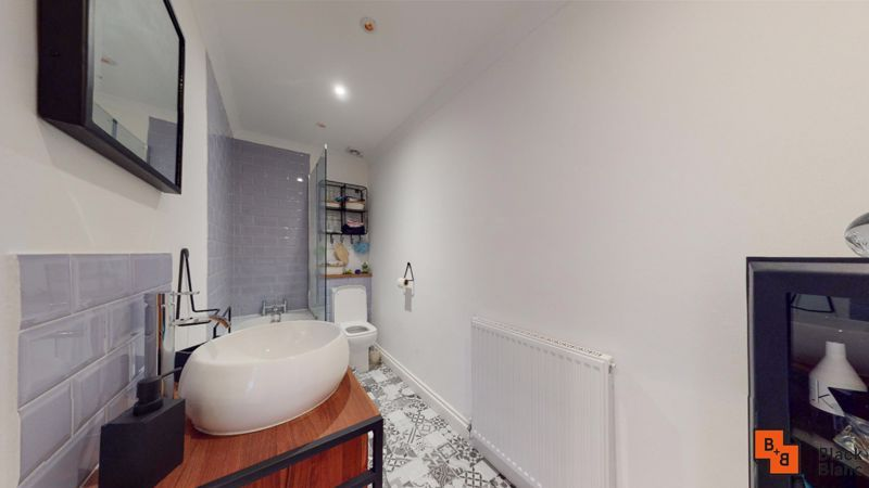 1 bed flat to rent in Davidson Road 7