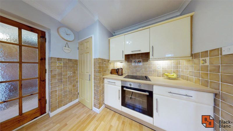 4 bed house for sale in Herondale 3