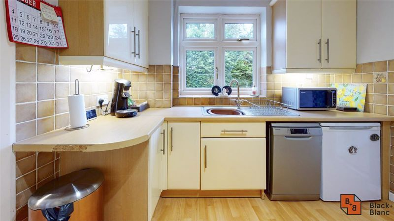 4 bed house for sale in Herondale 4