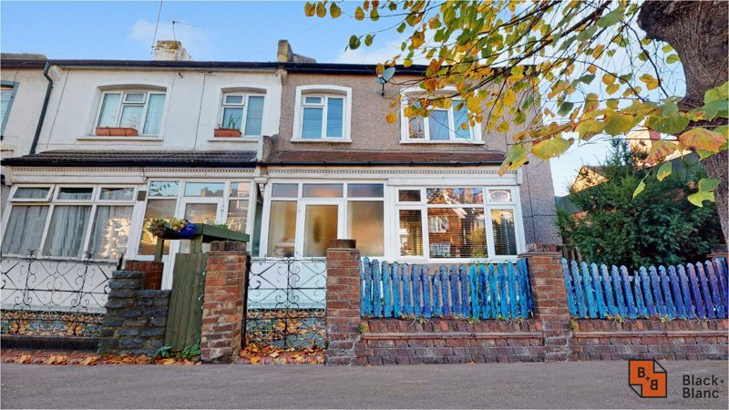 3 bed house for sale in Sydenham Road 1