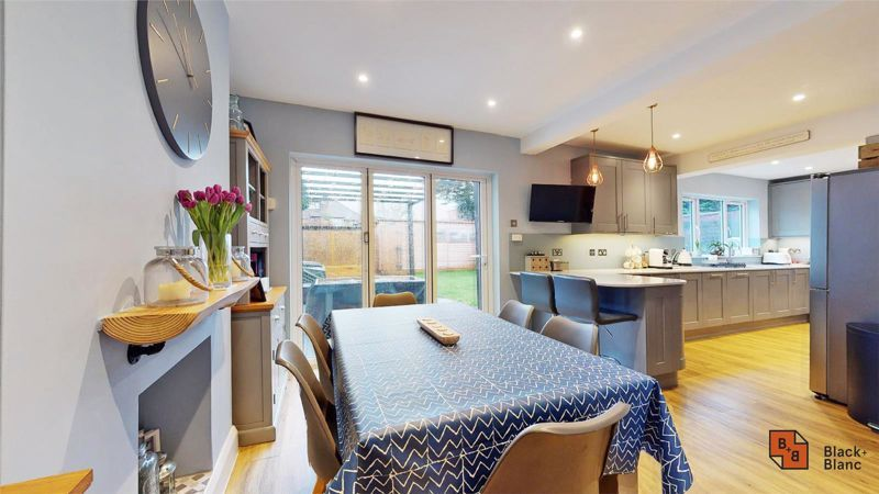 4 bed house for sale in Croft Avenue  - Property Image 2