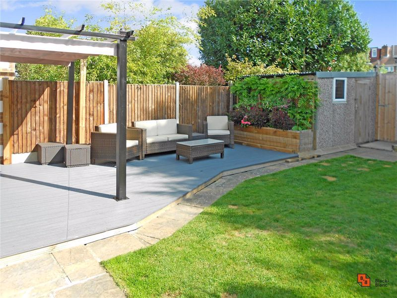 4 bed house for sale in Croft Avenue 19
