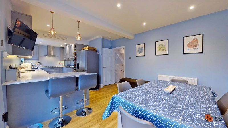 4 bed house for sale in Croft Avenue  - Property Image 3