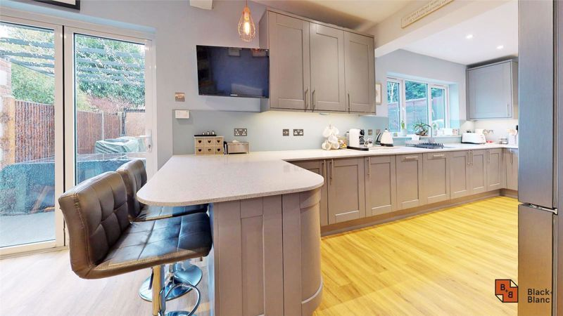4 bed house for sale in Croft Avenue 4
