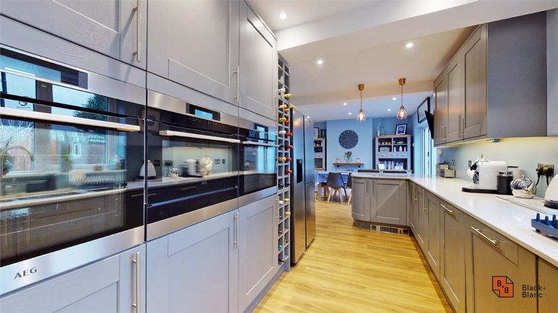 4 bed house for sale in Croft Avenue  - Property Image 5