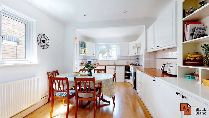 3 bed house for sale in Alexandra Road 8