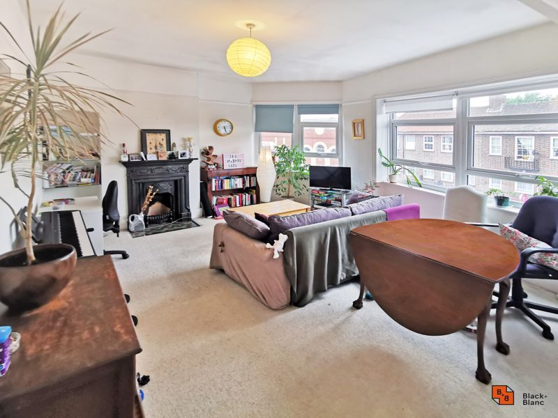 2 bed flat for sale in High Street, SE20