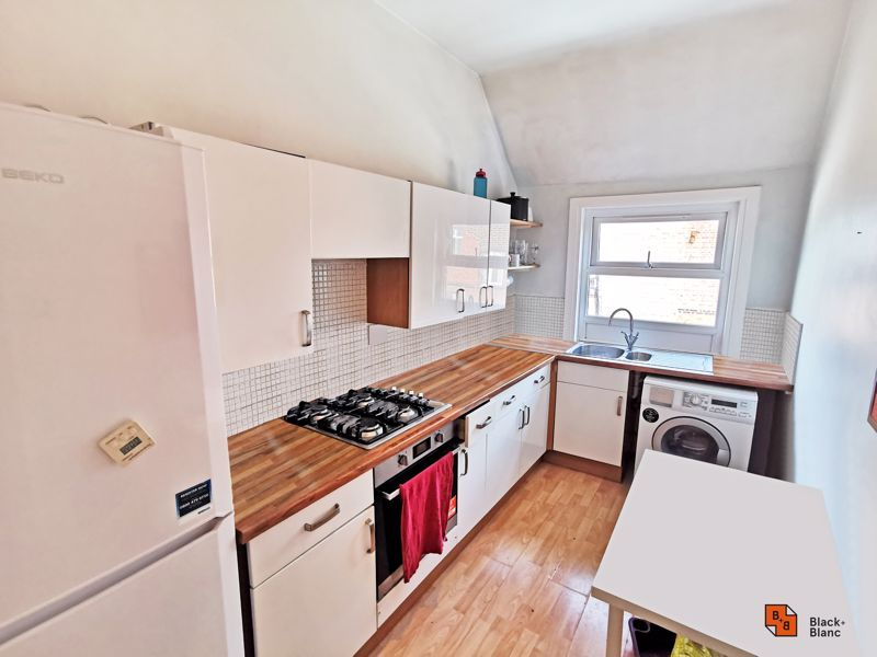 2 bed flat for sale in High Street 5