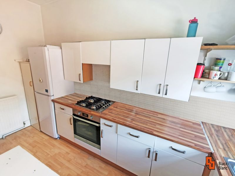 2 bed flat for sale in High Street 6