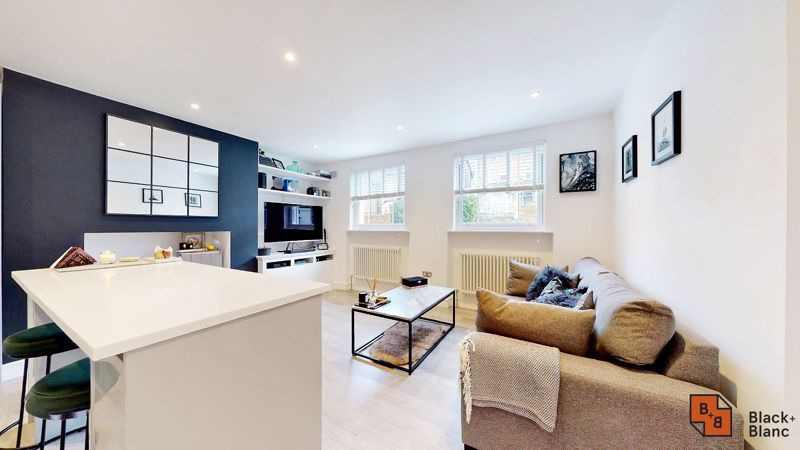 2 bed flat for sale in Outram Road 2