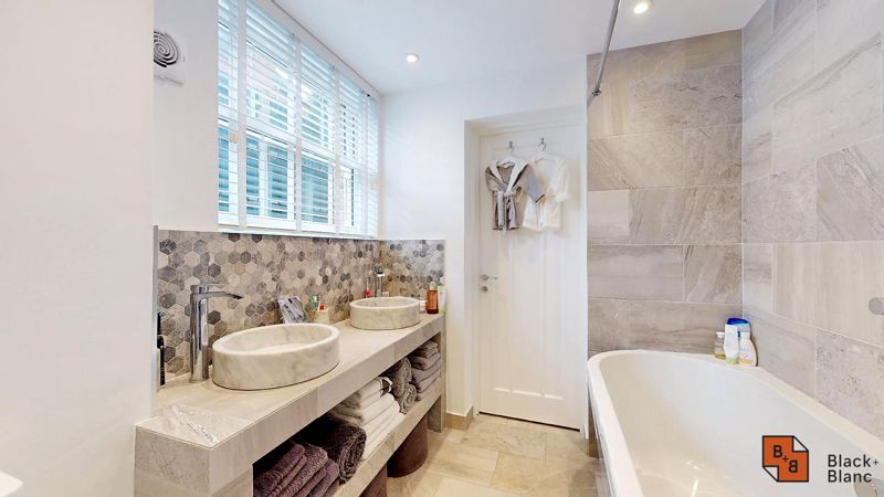 2 bed flat for sale in Outram Road 11