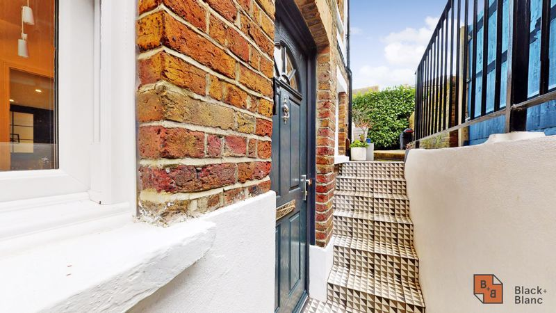 2 bed flat for sale in Outram Road 15