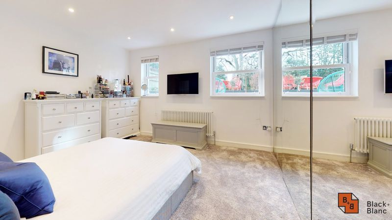 2 bed flat for sale in Outram Road  - Property Image 9