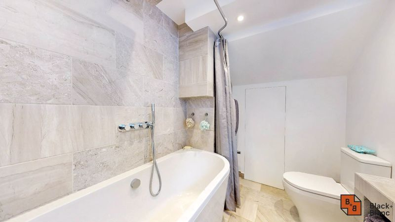2 bed flat for sale in Outram Road 10
