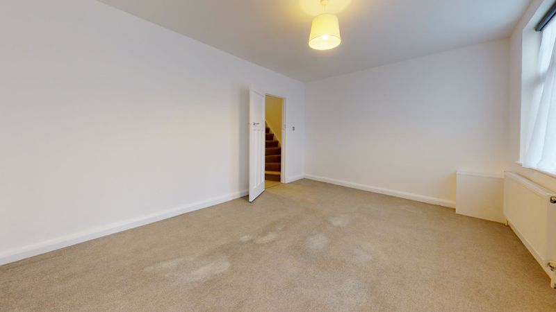 3 bed flat to rent in Ravenswood Crescent  - Property Image 5