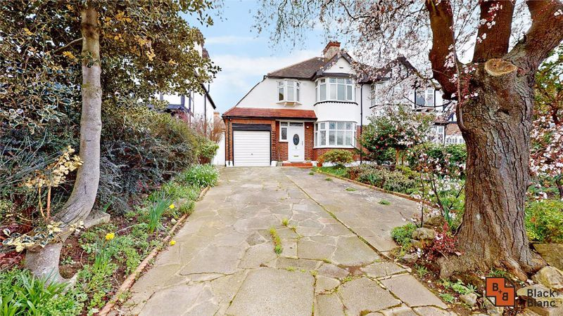 3 bed house for sale in Village Way, BR3