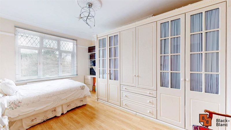 3 bed house for sale in Village Way 11