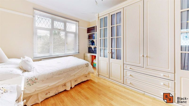3 bed house for sale in Village Way 13