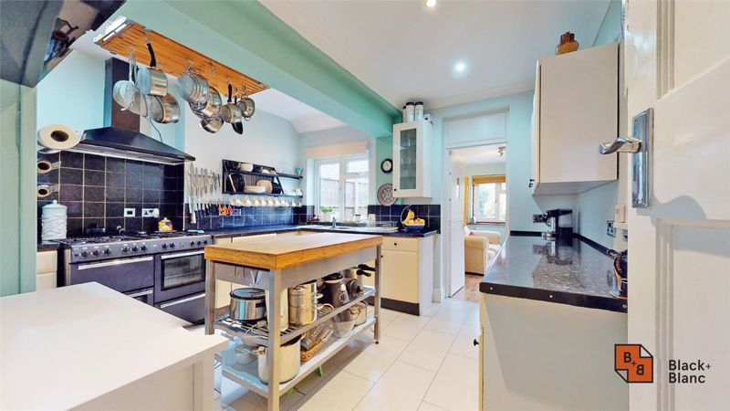 4 bed house for sale in Tower View 3