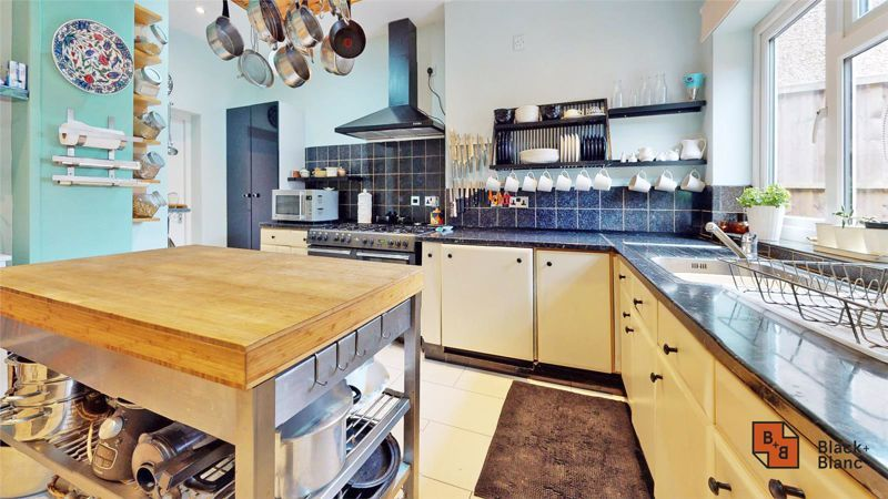 4 bed house for sale in Tower View 7