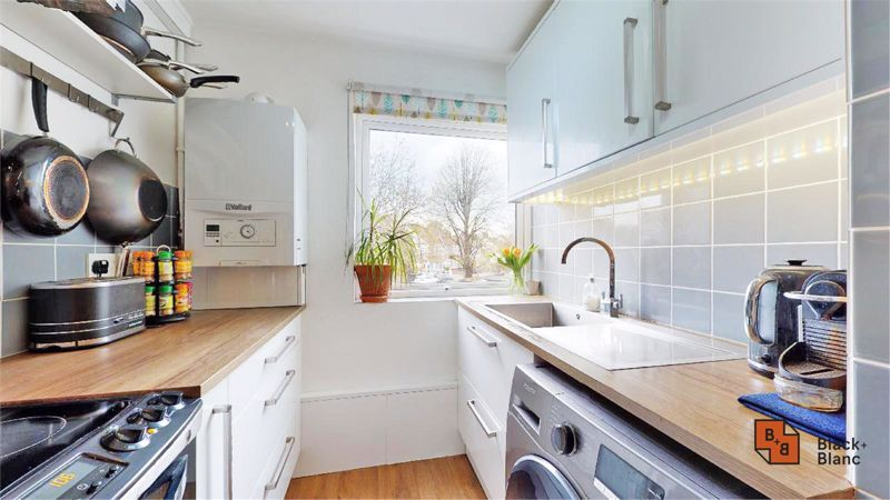 2 bed flat for sale in Morland Road 2