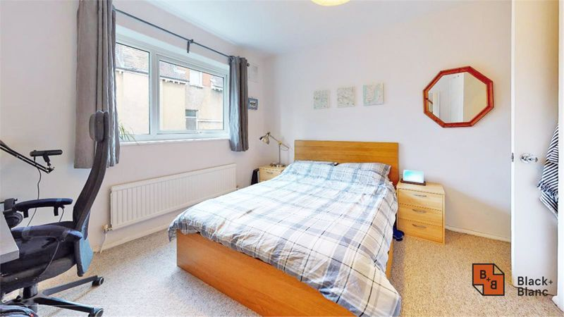 2 bed flat for sale in Morland Road 3