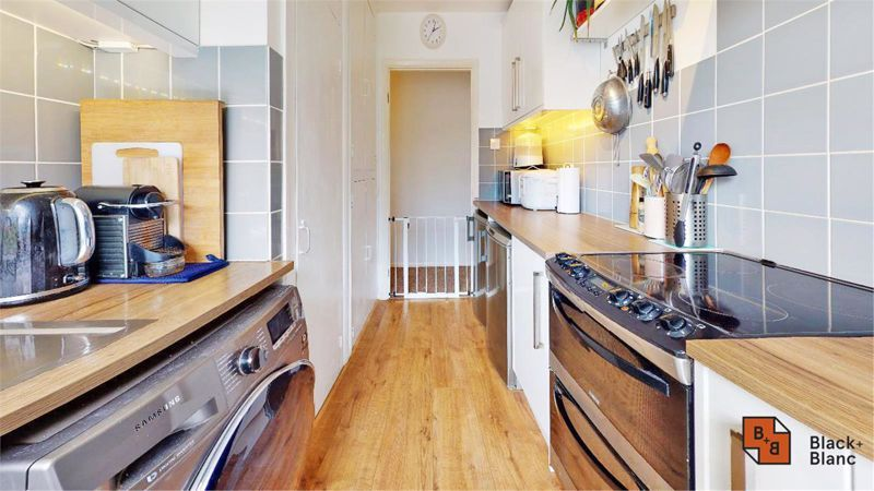 2 bed flat for sale in Morland Road 6