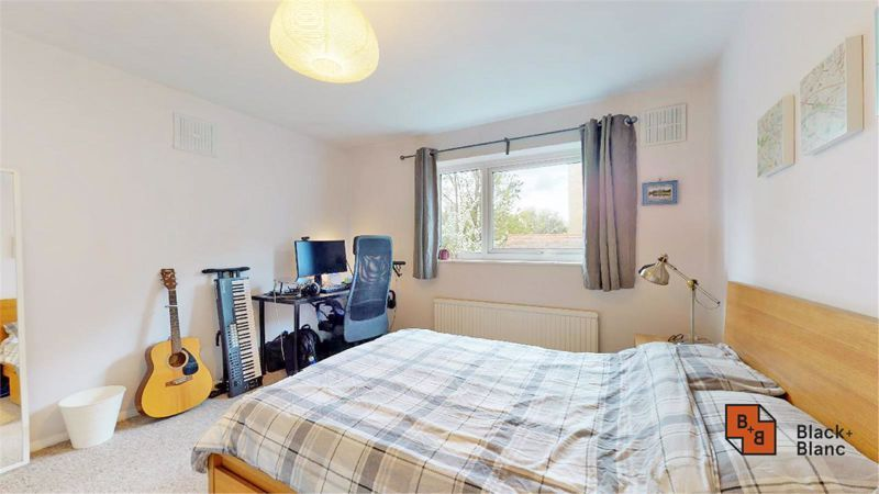 2 bed flat for sale in Morland Road 7