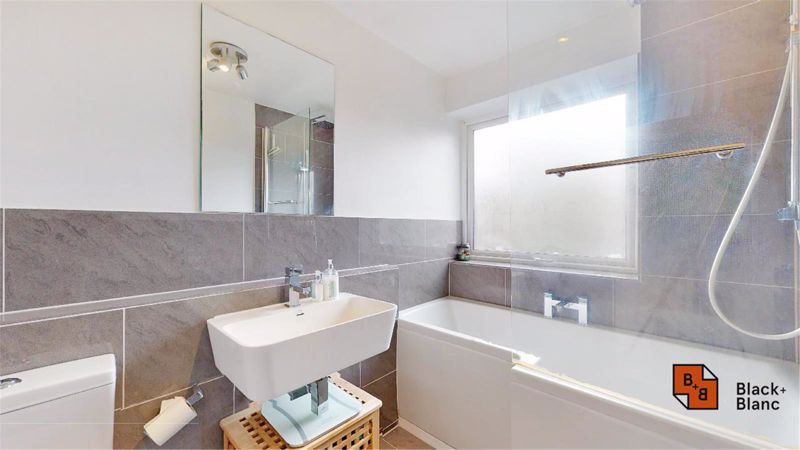 2 bed flat for sale in Morland Road 8