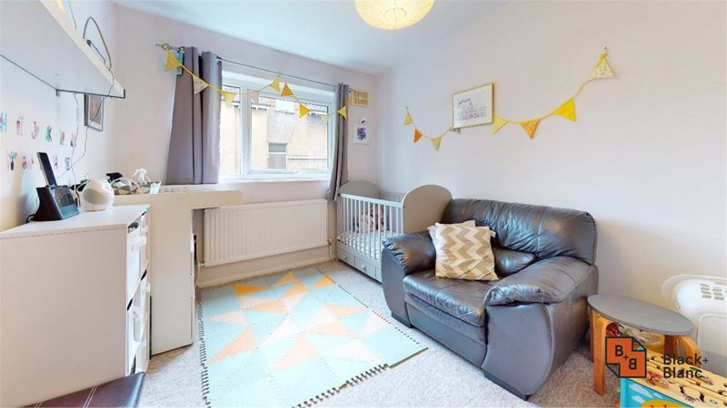 2 bed flat for sale in Morland Road 9