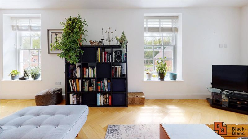 2 bed flat for sale in West Common Road  - Property Image 2